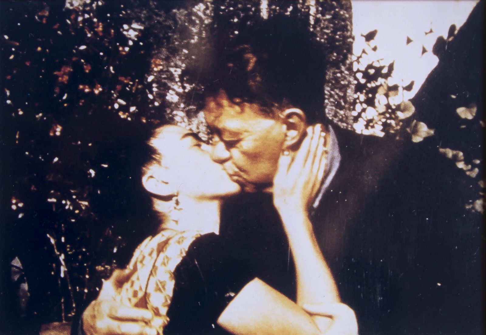 Frida and Diego in the garden of the Blue House, Florence Arquín Coyoacán, Mexico City, 1942.