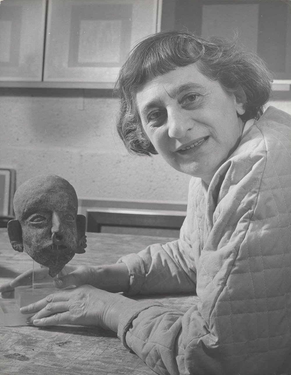 Lee Boltin, Anni Albers with Pre - Columbian head, 1958.Courtesy of The Josef and Anni Albers Foundation 1976.28.926 © Lee Boltin