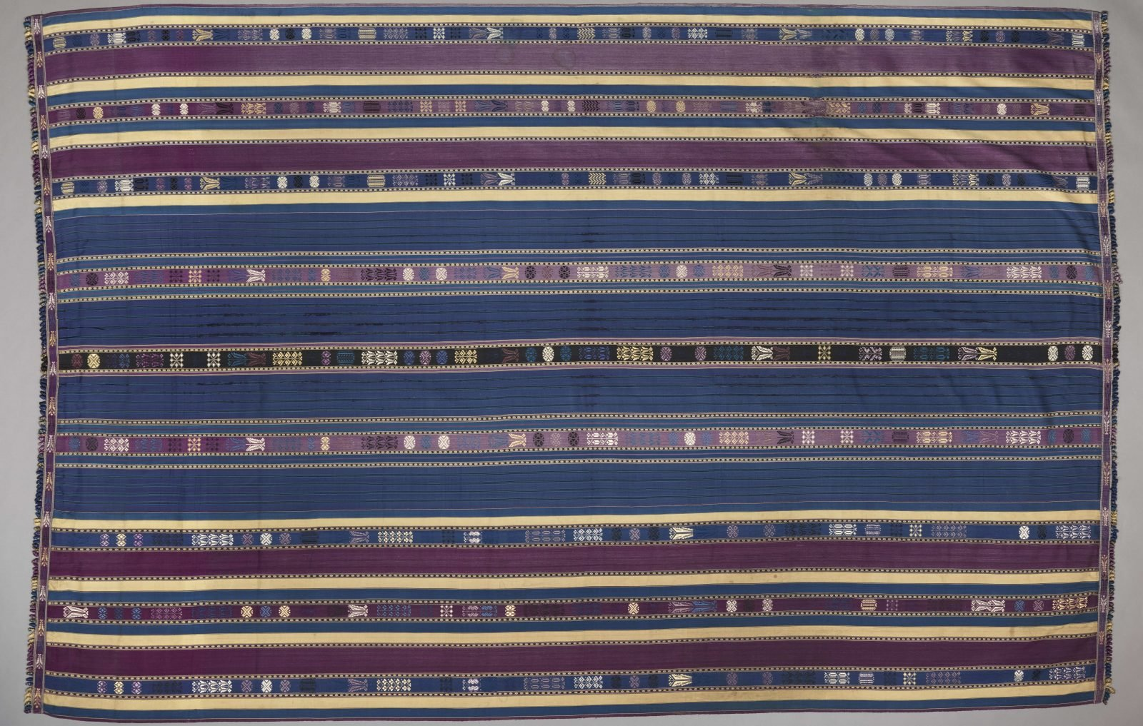 Lamba akotifahana, Madagascar, Malagasy peoples, Merino group, mid- to late 19th century, silk, Dallas Museum of Art, Textile Purchase Fund, 2019.75.