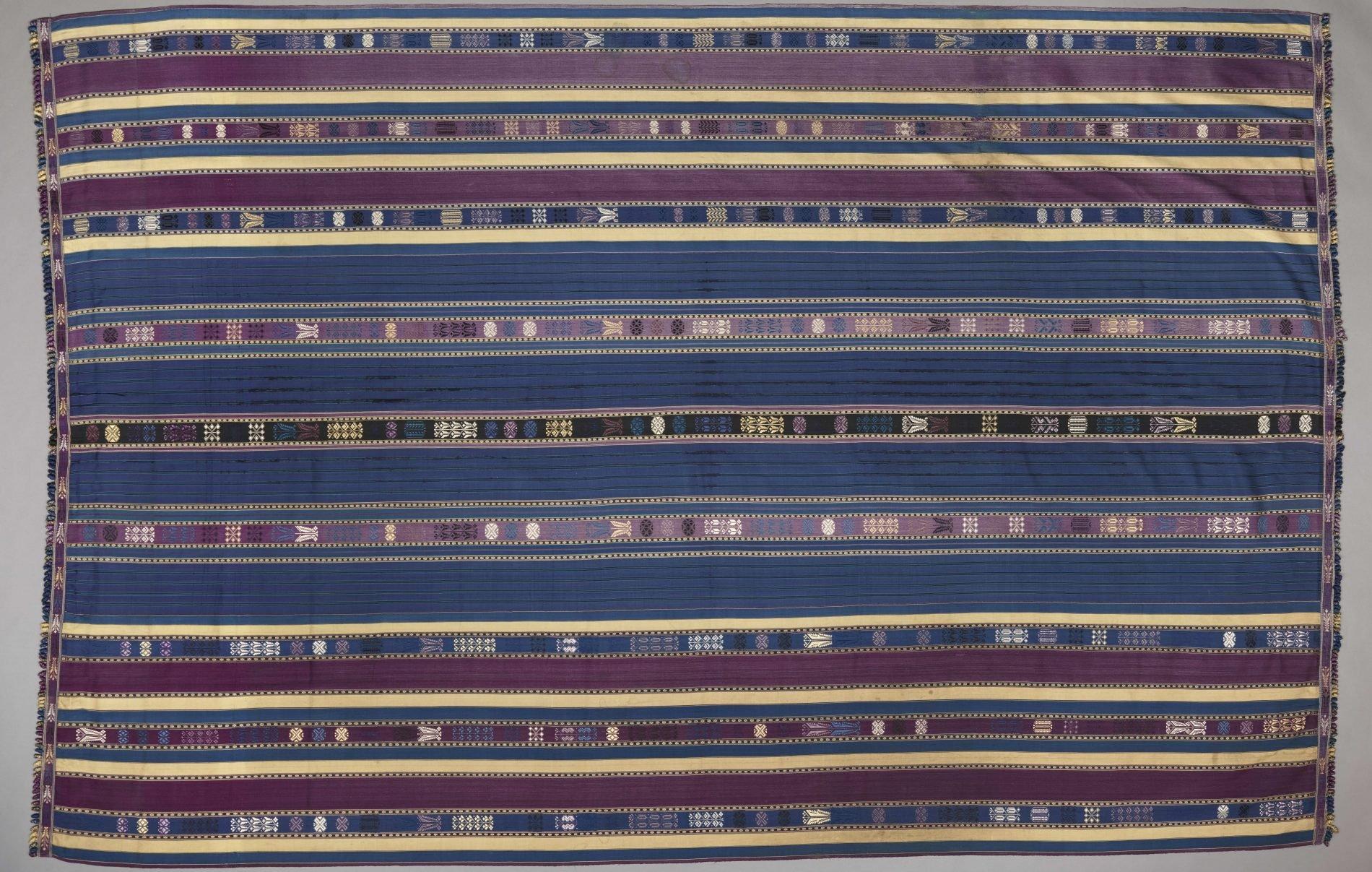 Lamba akotifahana, Madagascar, Malagasy peoples, Merino group, mid- to late 19th century, silk, Dallas Museum of Art, Textile Purchase Fund, 2019.75.