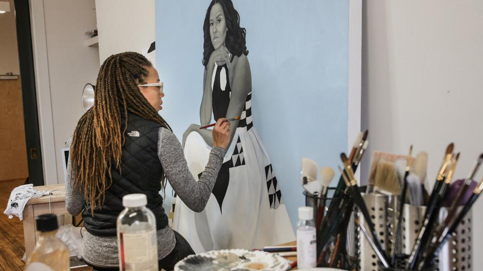 Artist Amy Sherald working on Michelle Obama's portrait. COURTESY HBO