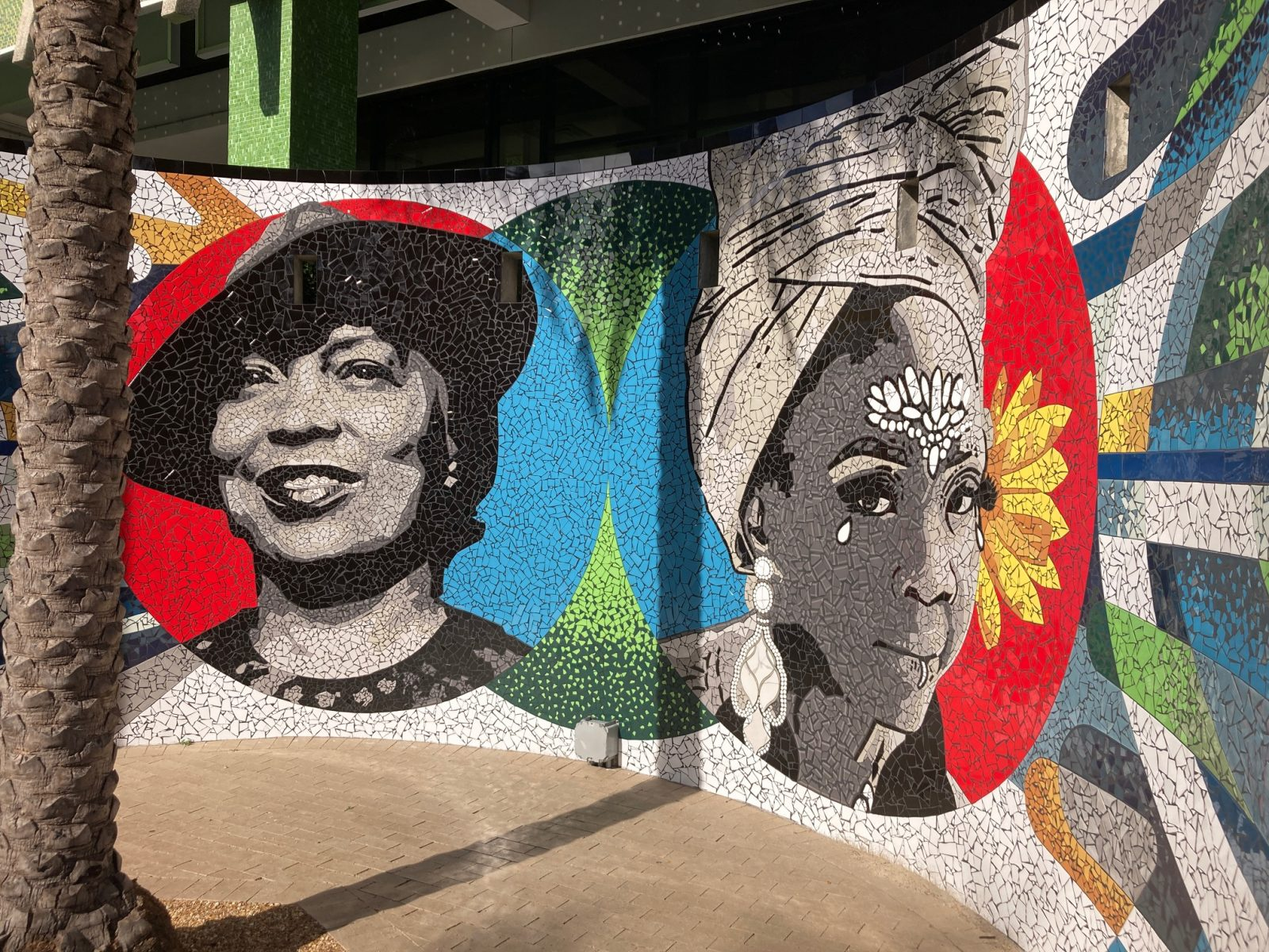 Celso González Quiñones mural outside the Jessie duPont Ball Center in Jacksonville, Florida depicting Ebony Payne-English and Zora Neale Hurston.