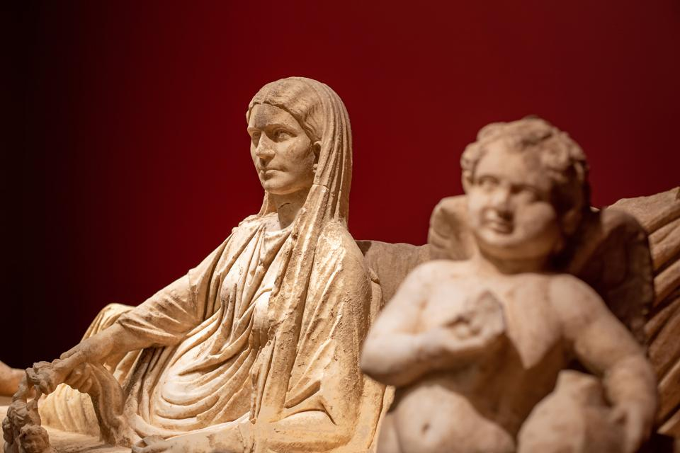Roman Imperial Period, Syria, Kline Monument with a Reclining Couple and Erotes, c. A.D. 175–200, Marble, On loan from a private collection. This installation was made possible by Phoenix Ancient Art.MUSEUM OF FINE ARTS, ST. PETERSBURG